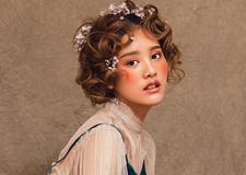 最新影楼资讯新闻-李斯蔓呐的微笑 油画风新娘造型欣赏