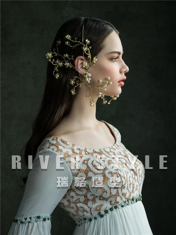 手工王冠肖像 精灵般的仙子想要摆脱一切世俗的束缚