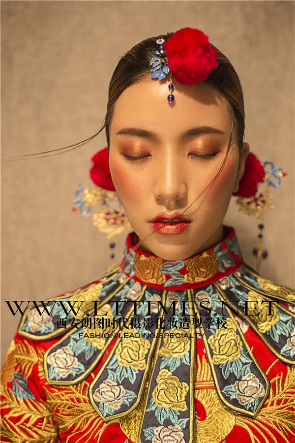 独有的国粹秀禾新娘 融合多种风格