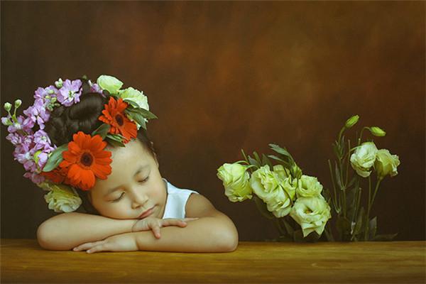 用鲜花和绿叶来表达儿童的内心世界
