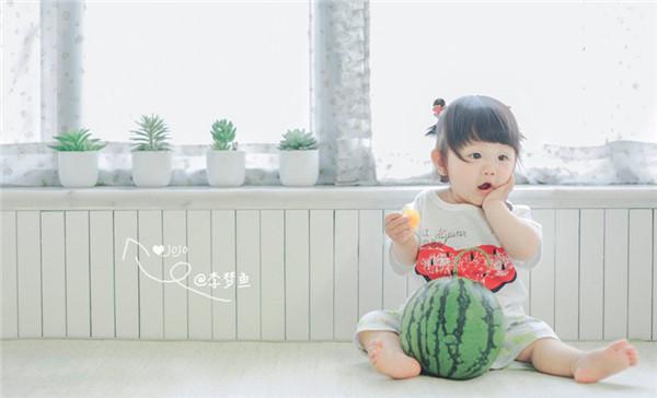 最新影楼资讯新闻-一颗西瓜能拍出怎样的儿童写真