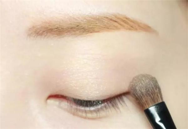 眼妆化妆教程 玫瑰眼妆,带来初秋好气色