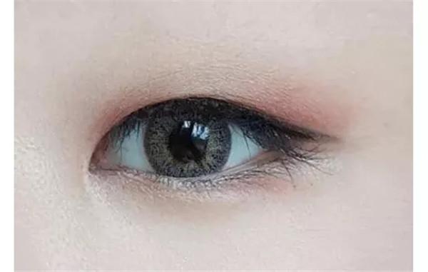 变身女主角,甜美单眼皮眼妆