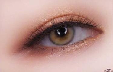 最新影楼资讯新闻-香槟珠光感的深邃眼妆教程