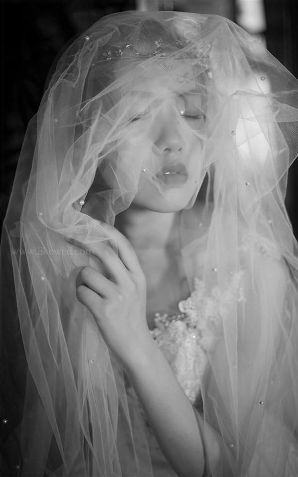 轻盈婚纱妆发造型