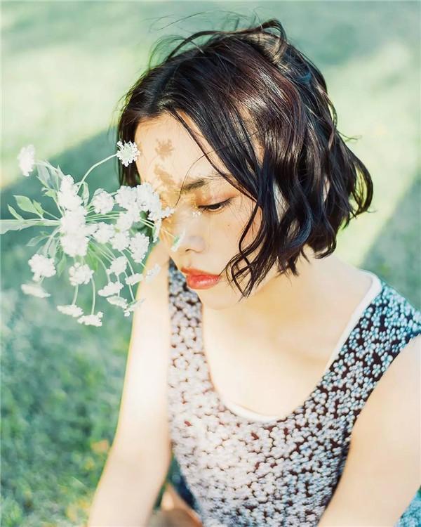 摄影师镜头里,柔光下的花间少女