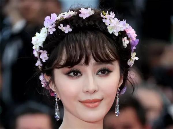 女星为什么爱花环编发?因为美啊!