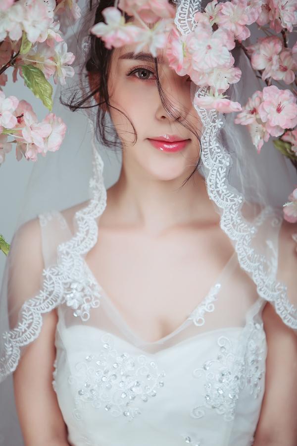 白纱造型图片_婚纱造型新娘妆面欣赏_妆面赏析_影楼化妆_黑光网