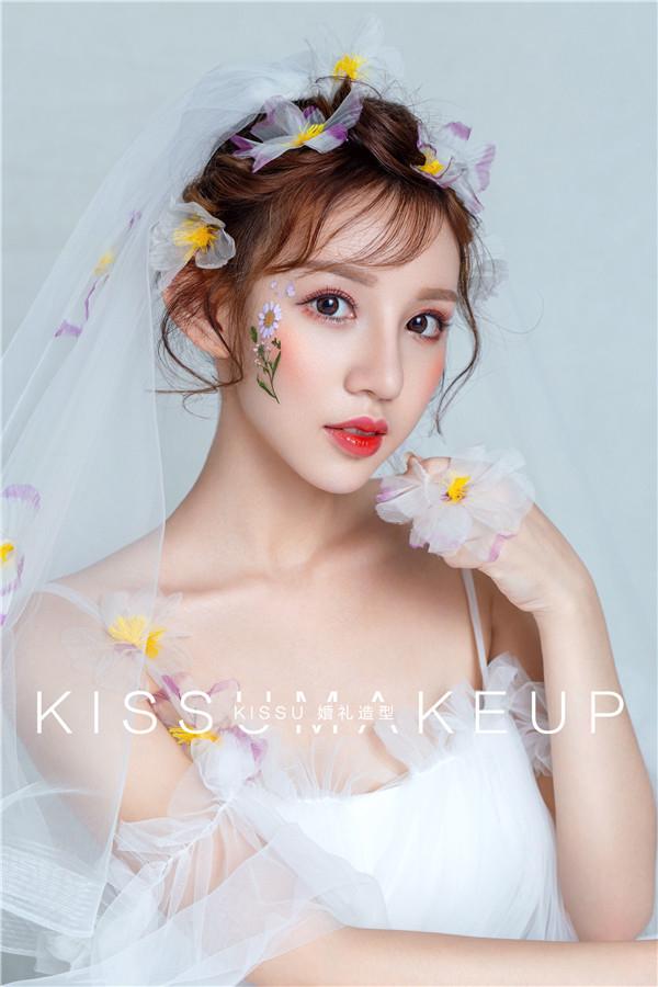 鲜花白纱,点缀妆面带来清新造型