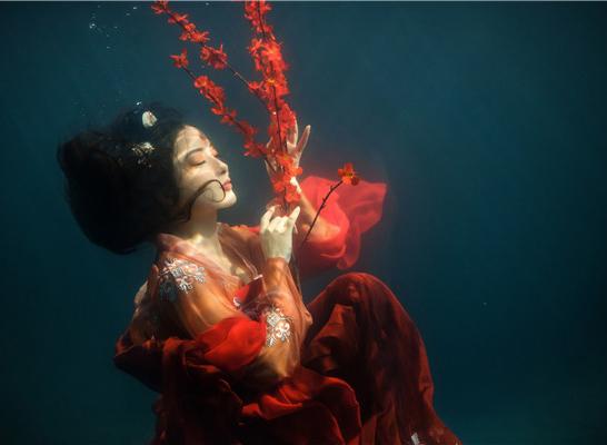 最新影楼资讯新闻-水下古装人像摄影作品