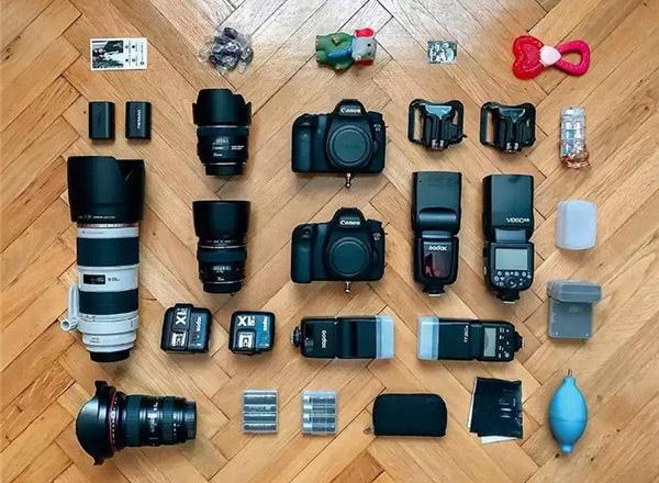 最新影楼资讯新闻-钱的味道~来看看国外的婚礼摄影师们现在都用什么器材拍摄!