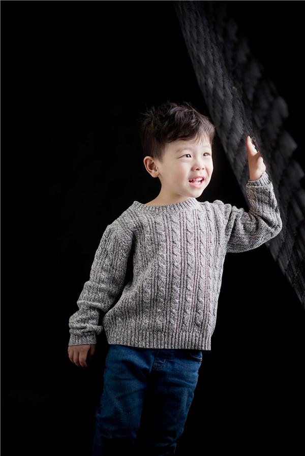 质感光线下的儿童摄影