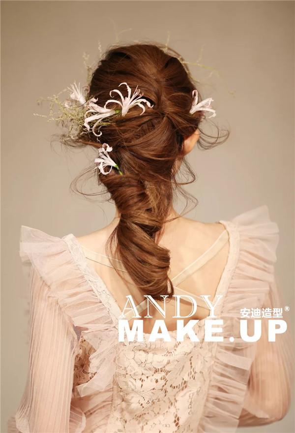 精致简约的韩式新娘发型