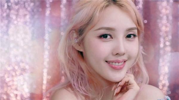甜蜜草莓妆容教程,满满的少女感