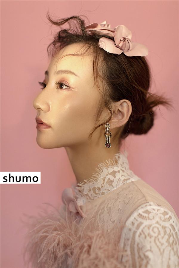 粉嫩减龄妆面造型欣赏