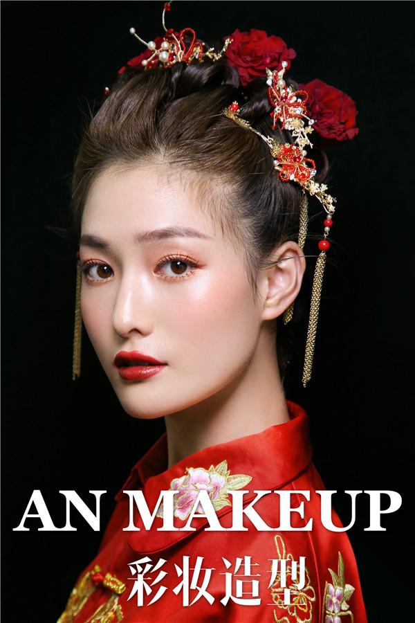 超美秀禾妆容的中式新娘