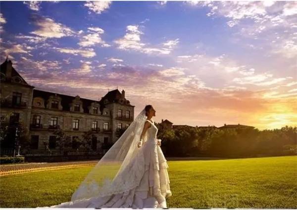 年收入超10亿欧元 婚纱照为何成为欧洲一项有利可图的生意