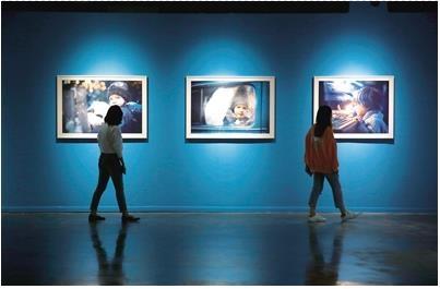 波兰儿童摄影师作品在成都当代美术馆展出