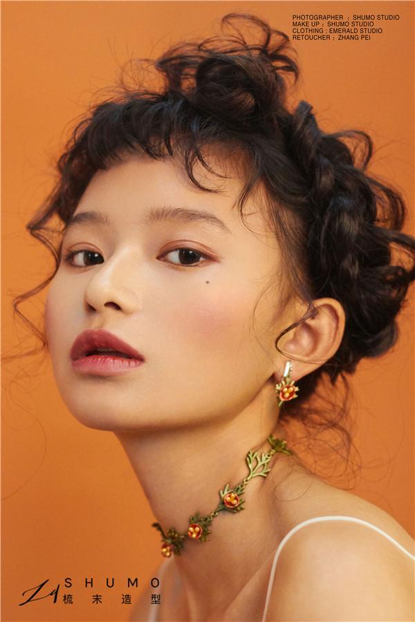 摩登少女的轻复古色彩妆容