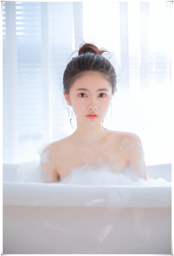甜美浴室人像写真作品