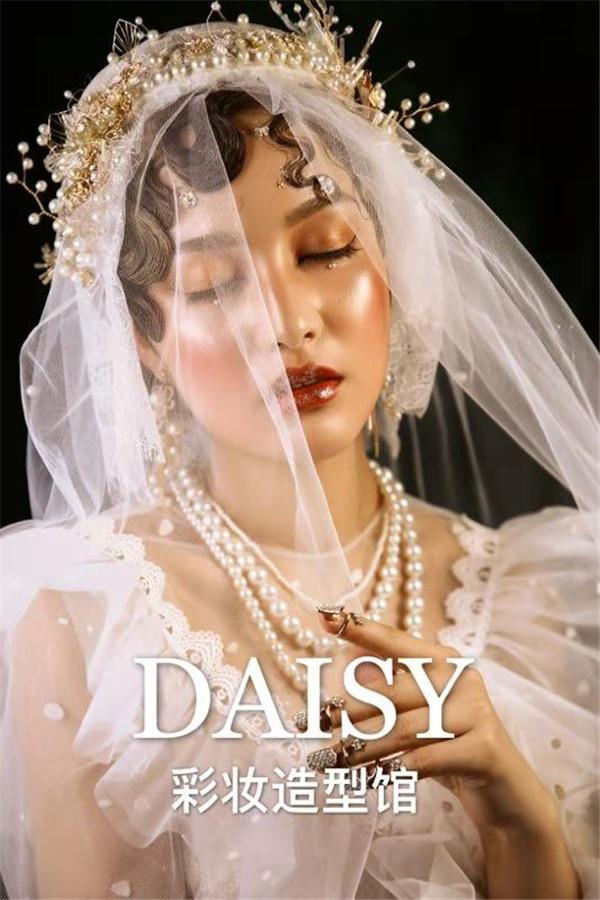 轻复古妆效呈现白纱新娘