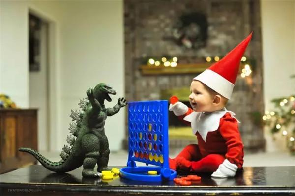 萌遍**啦!搞怪摄影师老爸给儿子拍摄圣诞主题照!