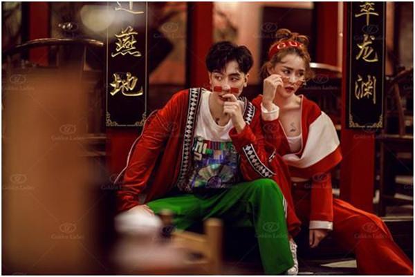 反传统中式风婚纱照,色彩浓重惹人爱