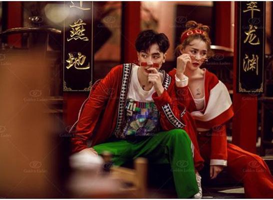 最新影楼资讯新闻-反传统中式风婚纱照,色彩浓重惹人爱