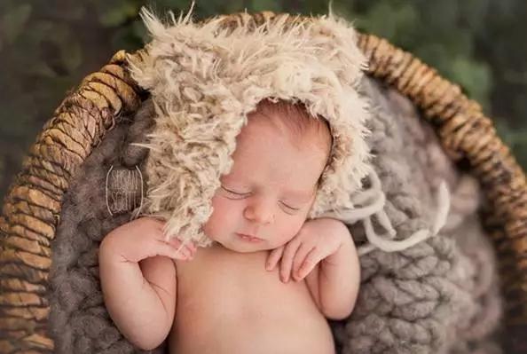 超实用的新生儿摄影构图技巧与方法!