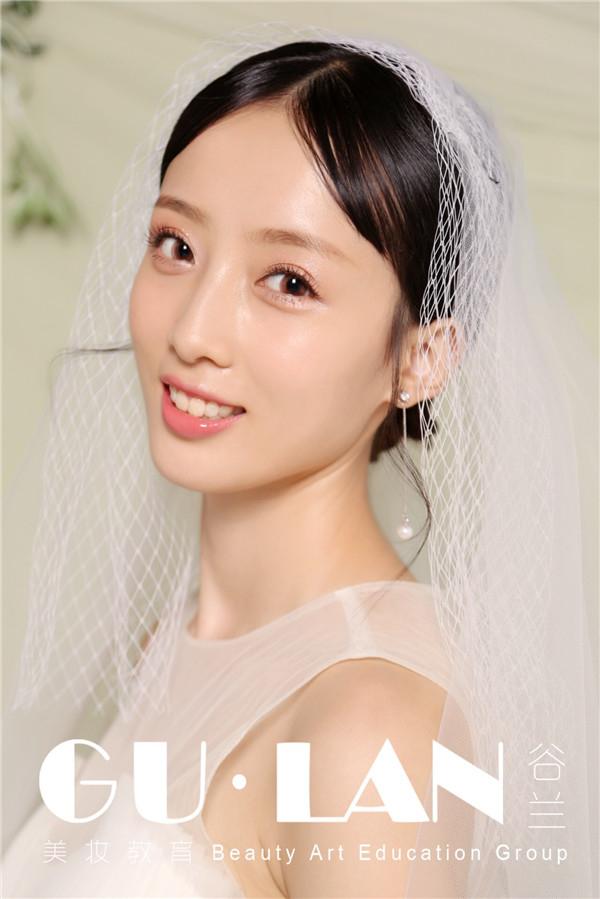 温婉恬静的韩式简约浪漫新娘造型