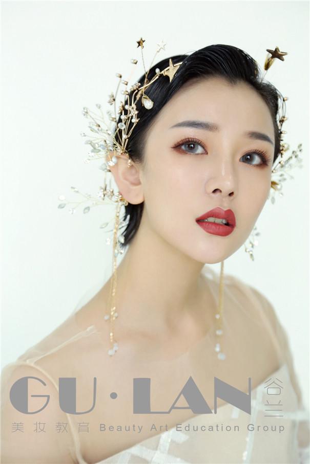 短发新娘造型 短发新娘造型,一袭头纱,优雅灵动