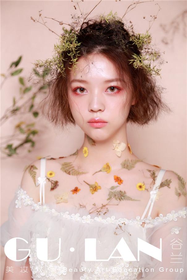 森系风格的新娘造型,凌乱也是一种美