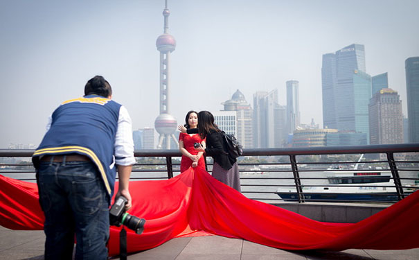 在国外人眼里,中国式的婚纱照竟然是这样……
