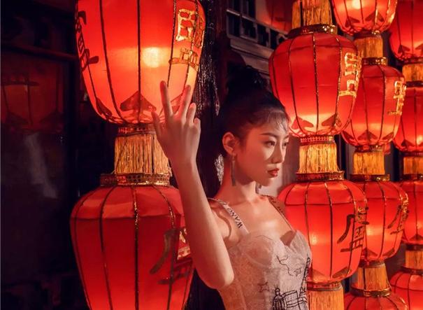 最新影楼资讯新闻-透过城市人文放送婚礼摄影,拍出国风新意浓!