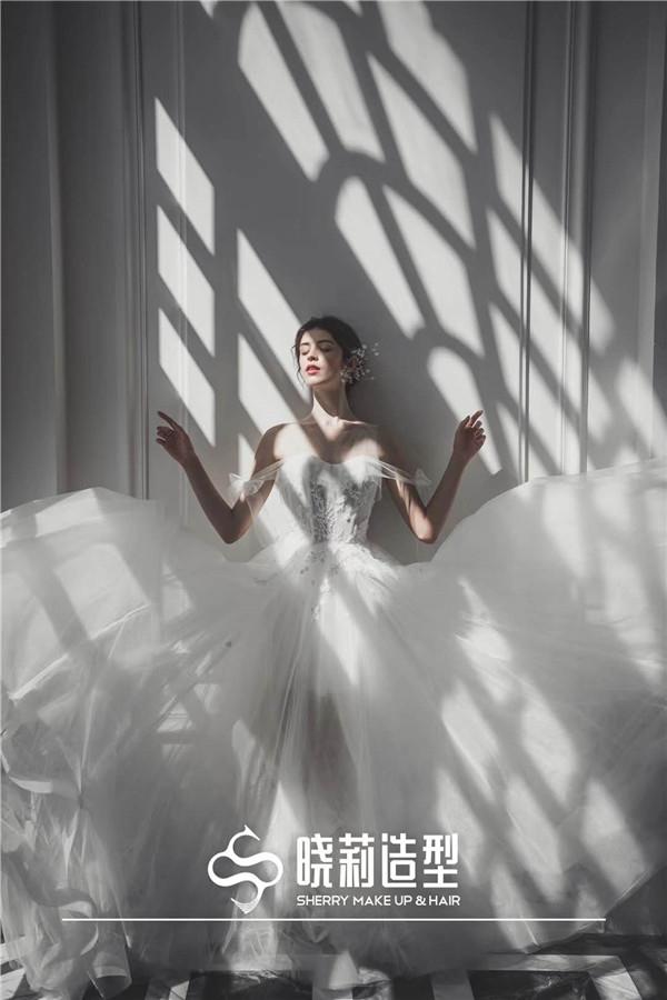 气质的欧式妆容 尽显新娘**与优雅