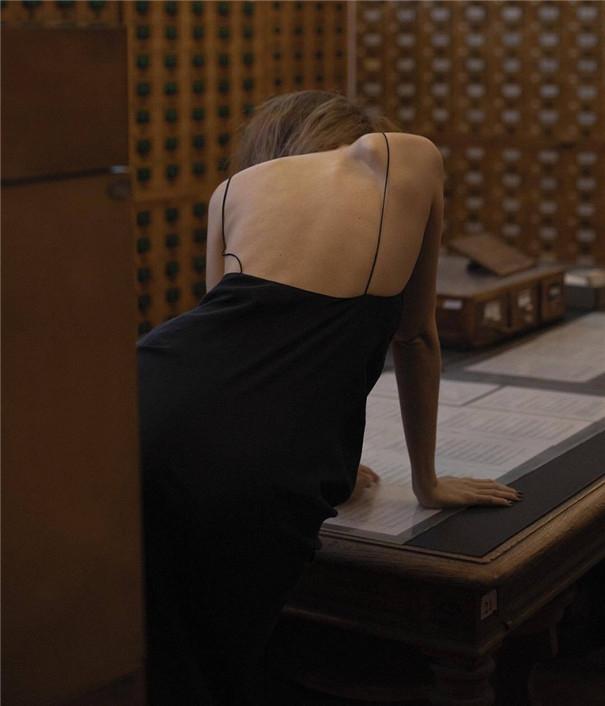 浓郁复古的电影风 典雅中的丝滑般性感