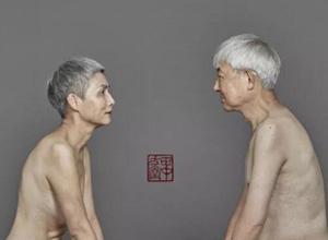 最新影楼资讯新闻-70岁夫妻裸体拥抱,拍下*特别的结婚纪念照