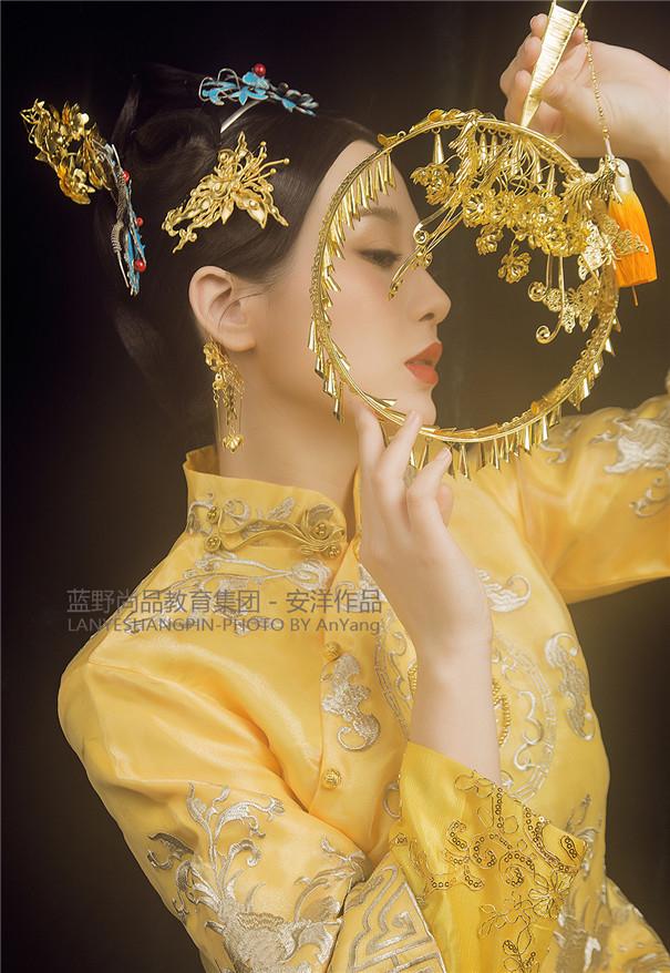 富丽堂皇的古装清宫造型 奢华明媚