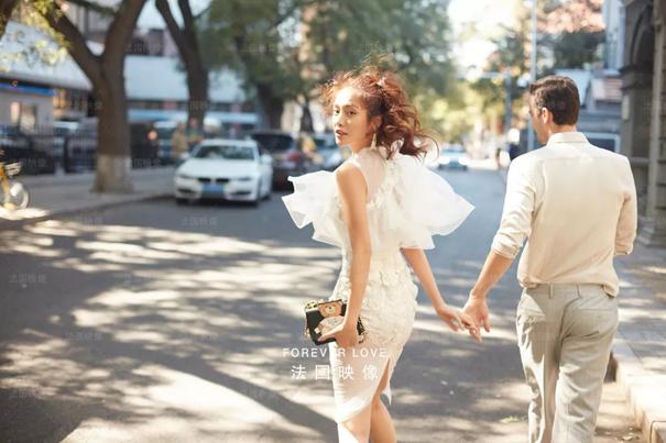 走访30家婚纱摄影店,2019年婚纱照流行怎么拍?