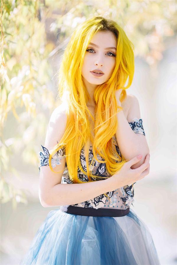 红黄色彩打造的唯美人像摄影作品