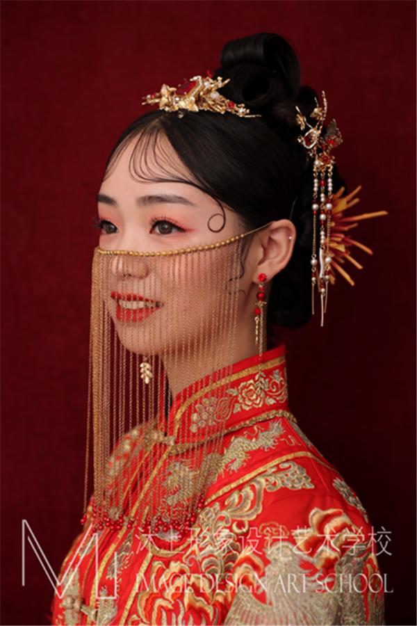 端莊大氣的新中式秀禾新娘造型