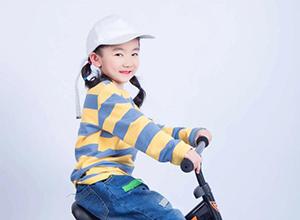最新影楼资讯新闻-儿童摄影引导师:微笑背后的酸甜苦辣