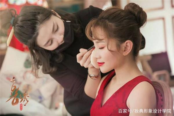 新娘为什么要找专业的新娘跟妆师?