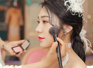 最新影楼资讯新闻-新娘为什么要找专业的新娘跟妆师?