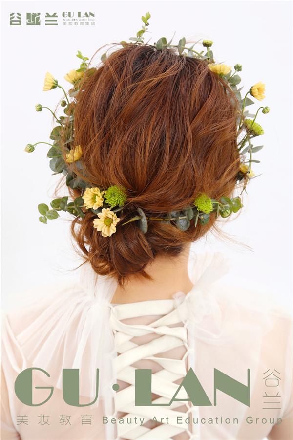 清新感十足的鲜花新娘