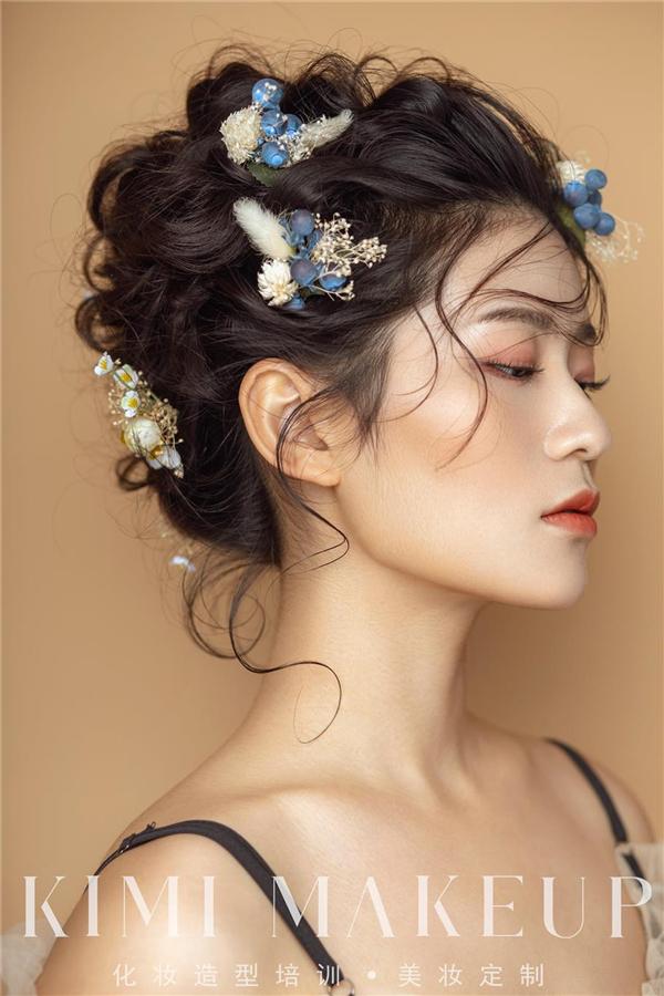 灵动美丽的鲜花造型