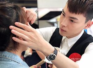 最新影楼资讯新闻-聚焦:那些掌握女人化妆台的男人们