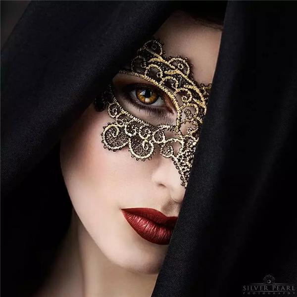 寫真:妖冶之花,魅惑之靈