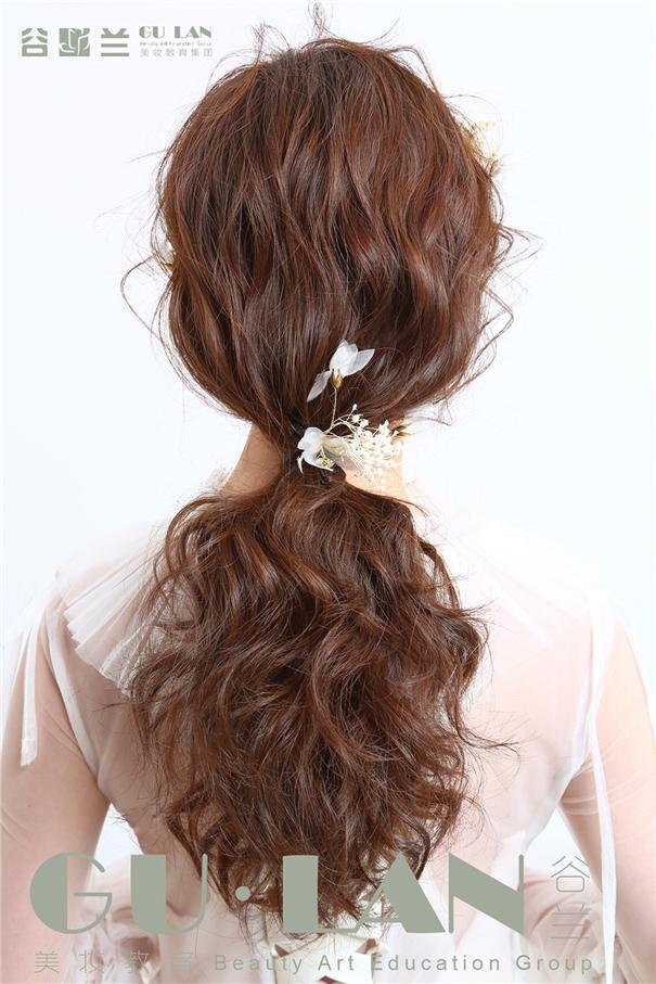 浪漫卷发的清新仙气风格造型