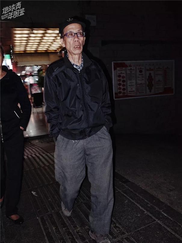 """90后摄影师眼中,老年人的""""土酷""""时尚"""